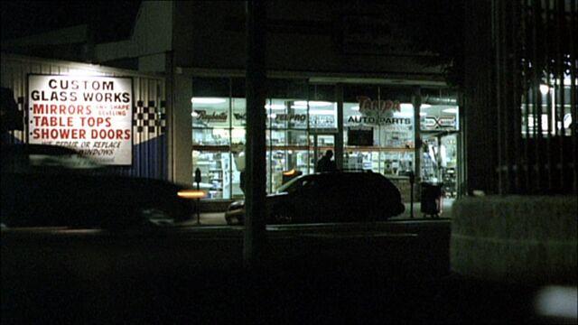File:8x04 garage.jpg
