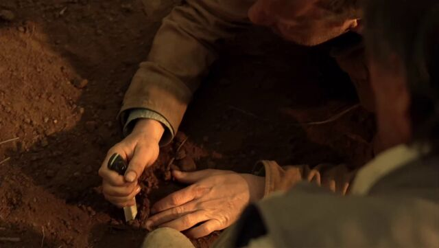 File:7x00 Jack with knife.jpg