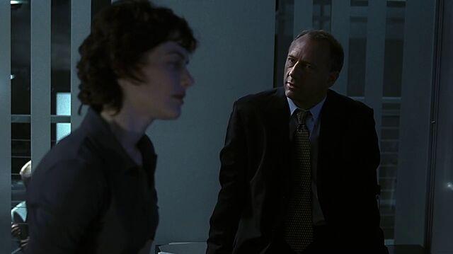 File:1x23 George in office.jpg