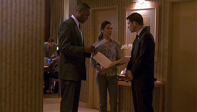 File:1x03 hotel suite.jpg