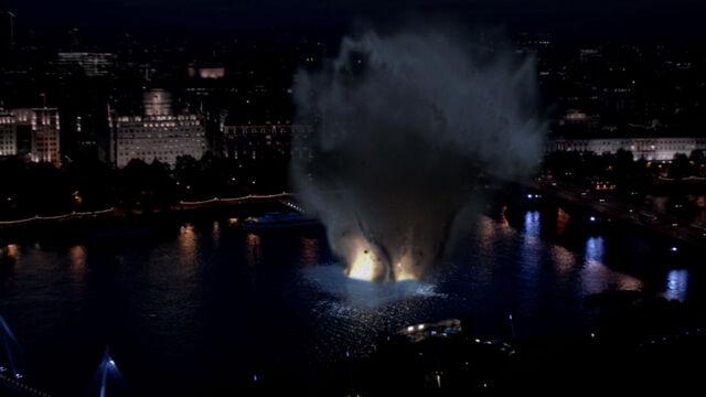 File:Waterloo-bridge-explosion.jpg
