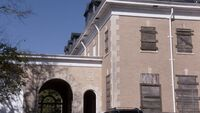 10x02 mansion