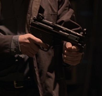 File:4x07 MP5 2.jpg