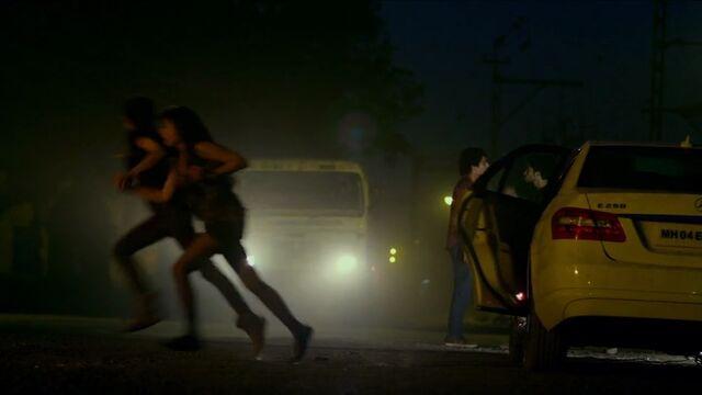 File:In1x03 Kiran escape.jpg