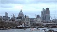 9x01 London over Thames