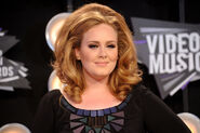 Adele-2011-mtv-vmas-video-music-awards-08282011-11