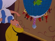 Alice-in-wonderland-disneyscreencaps.com-642