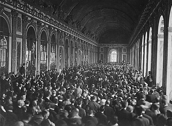 File:Treaty of Versailles Signing, Hall of Mirrors.jpg