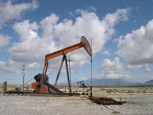 File:1983DD SNU Oil Industry.jpg
