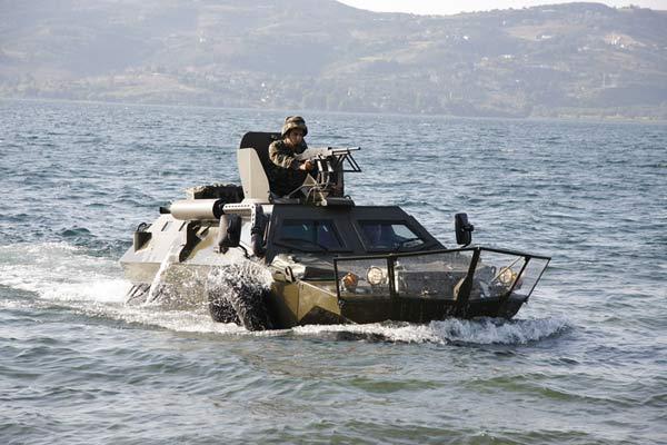 File:4-cobra-amphibious.jpg