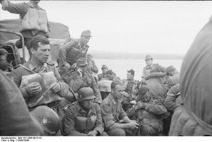 Bundesarchiv Bild 101I-005-0015-41, Jugoslawien, Polizeieinsatz, Truppentransport