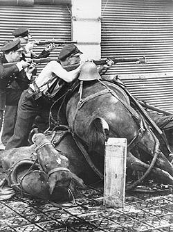 File:Barricades in spanish civil war.jpg