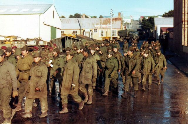 File:Argentine prisoners of war.jpg