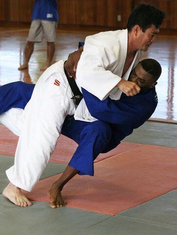 File:453px-050907-M-7747B-002-Judo.jpg