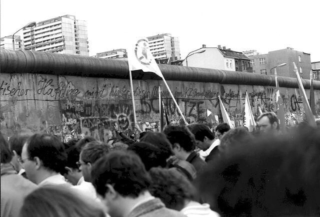 File:Berlin-wall.jpg
