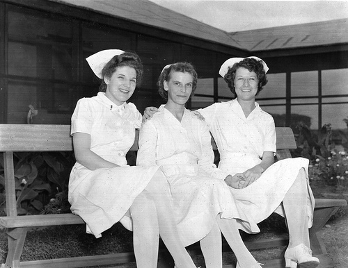 File:World War II nurses holding hands.jpg