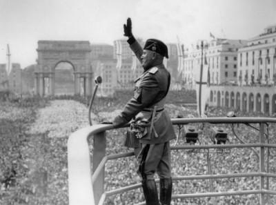 File:Benito Mussolini Roman Salute.jpg