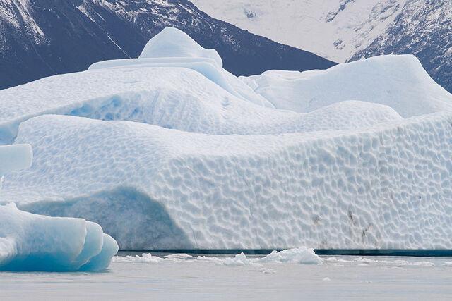 File:800px-Iceberg Argentino lake.jpg
