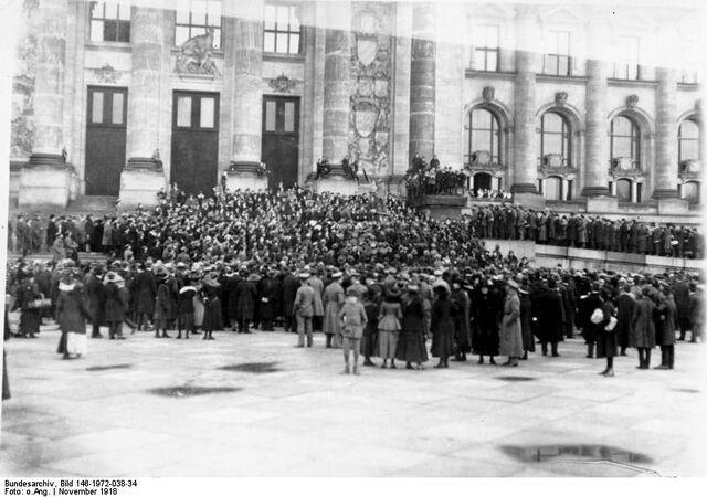 File:Митинг у Рейхстага.jpg