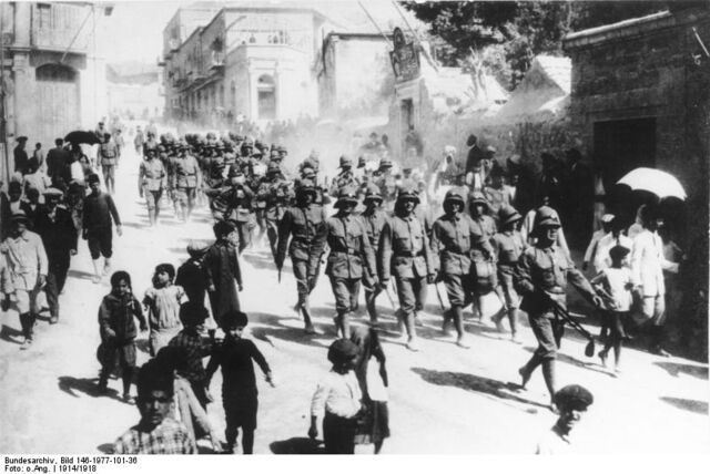 File:Bundesarchiv Bild 146-1977-101-36, Deutsche Soldaten in Jerusalem.jpg