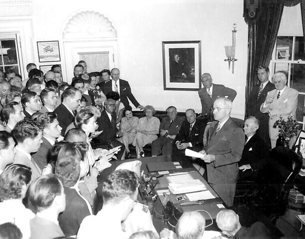 File:767px-President Truman announces Japan 27s surrender.jpg