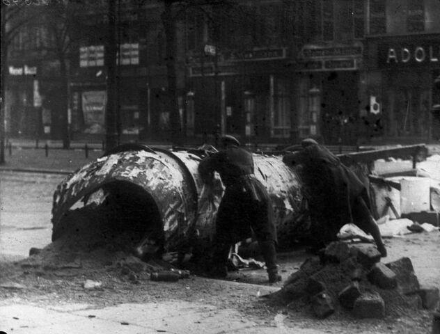 File:Bundesarchiv Bild 102-00540A, Berlin, Revolutionskämpfe.jpg