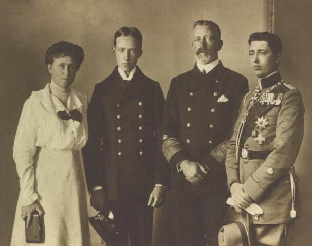 File:Welsh Royal Family.jpg