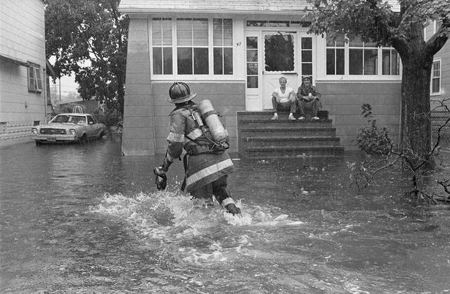 File:Gloria-1985-a-firefighter-helps-with-flooding-in-freeport.jpg