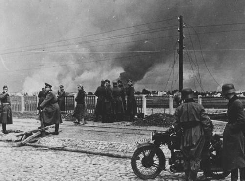 File:German troops watch warsaw burn.jpg