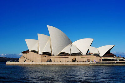 800px-Sydney Opera House Sails edit02