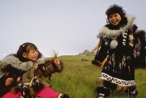 File:Inupiat-eskimo-girls-in-traditional-parkas 2119.jpg