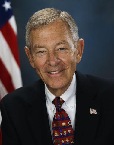 File:George Voinovich, official photo portrait, 2006.jpg