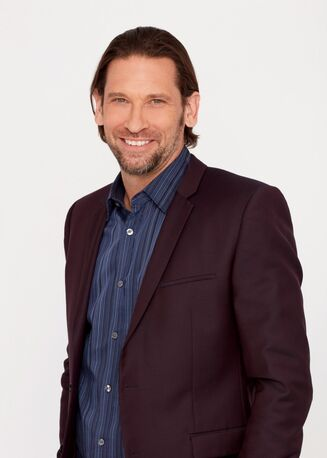File:Roger Howarth.jpg