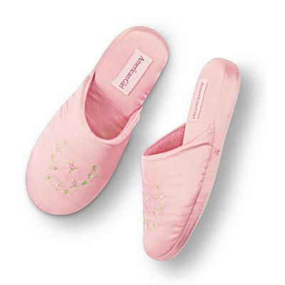 File:ElizabethSlippers girls.jpg