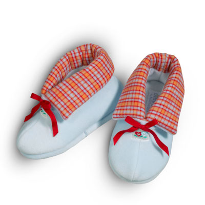 File:TwinHeartSlippers girls.jpg