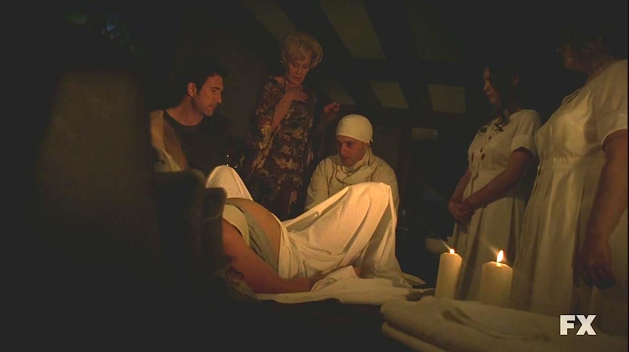 Image ahs111 american horror story wiki for Inside french horror movie