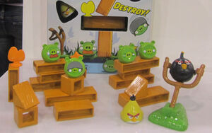 Angry-birds-knock-on-wood-7