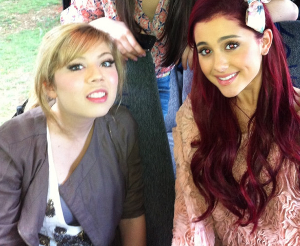 File:May 15, 2011 ari & jennette on a bus from memphis.png