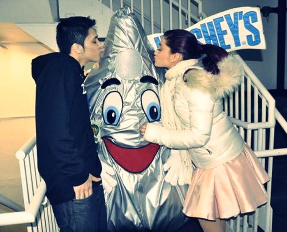 File:Jordan and ariana hershey's kiss.png