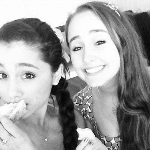 File:Ariana & Alexa.jpg