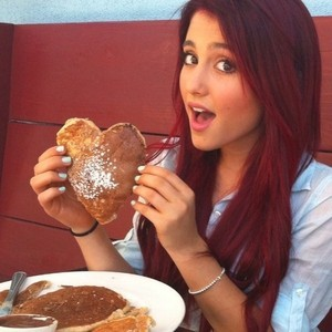 File:Ariana with a pancake shaped like a heart.jpg