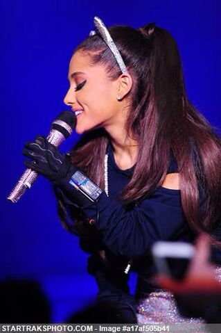 File:Honeymoon Tour 8.jpg