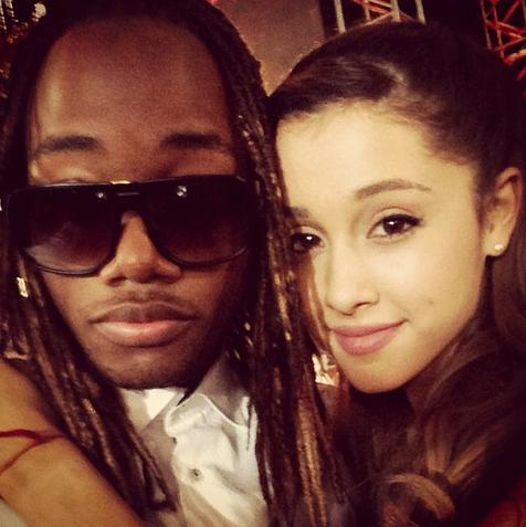 File:Leon & Ariana VMA.png