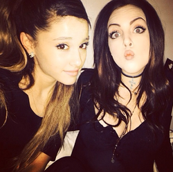 Photo of Ariana Grande & her friend  Elizabeth Gillies
