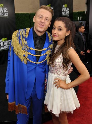 File:Ariana-grande-16-1384443813-view-1.jpg