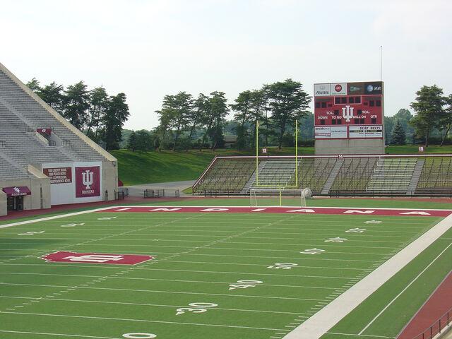 File:Memorial Stadium Bloomington.jpg