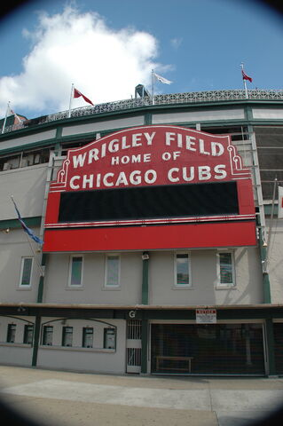 File:Wrigley Field-1195688513-699.jpg