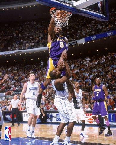 File:Kobe dunks on dwight howard.jpg