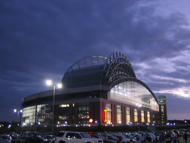 File:Milwaukee Brewers-1199122144-805.jpg
