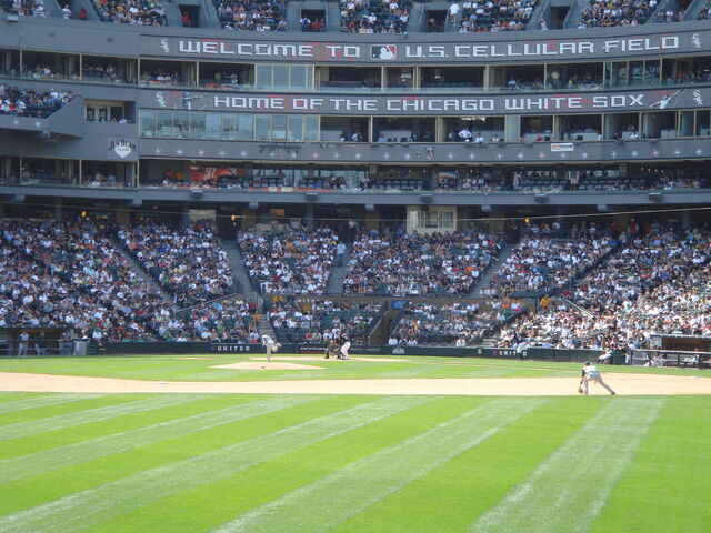 File:U.S. Cellular Field-1195687523-608.jpg